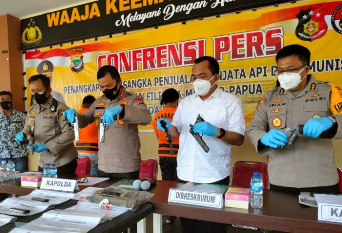 arms smuggling racket