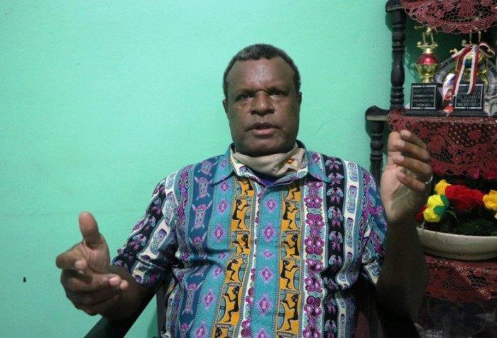 Rev. Frans Vokames speaks on monitoring Papua development funds