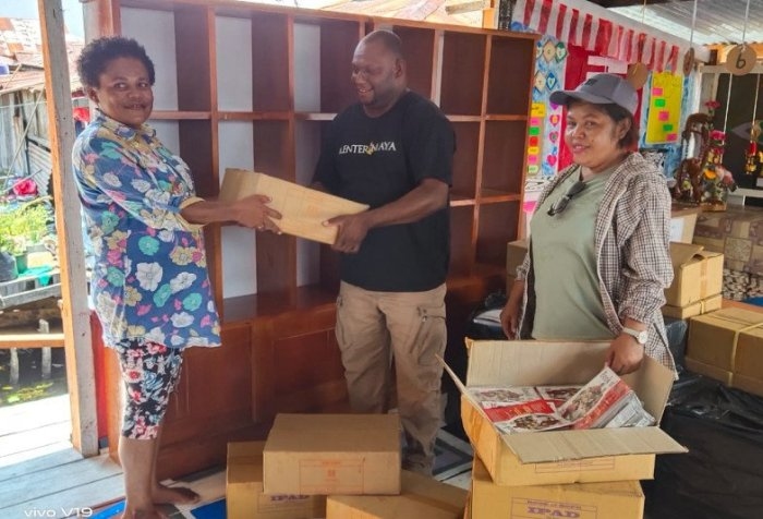 Book Donations by Diskominfo to Reading House of Yoboi Village